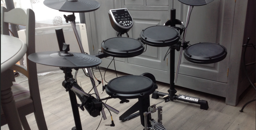 Simmons sd5k vs alesis dm6 which electronic drum kit is the best like most standard electronic drum sets the alesis dm6 has a headphone output for you to listen to yourself solutioingenieria Image collections